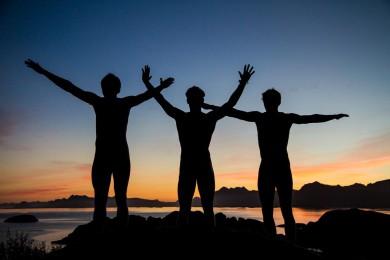 topptur i solnedgang